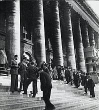 Willy RONIS (1910 - 2009) La Bourse - Paris, 1937 Epreuve argentique sur papier Agfa (c. 1950)
