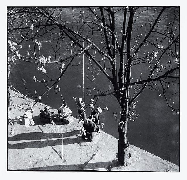 Willy RONIS (1910 - 2009) Printemps - Paris, 1938 Epreuve argentique (c. 1990)