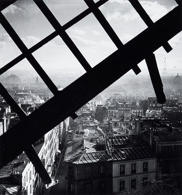 Willy RONIS (1910 - 2009) Montmartre depuis le Moulin de la Galette - Paris, 1938 Epreuve argentique (c.1990)