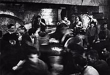 Willy RONIS (1910 - 2009) Le Caveau de la Huchette - Paris, 1956 Epreuve argentique (c. 1990)