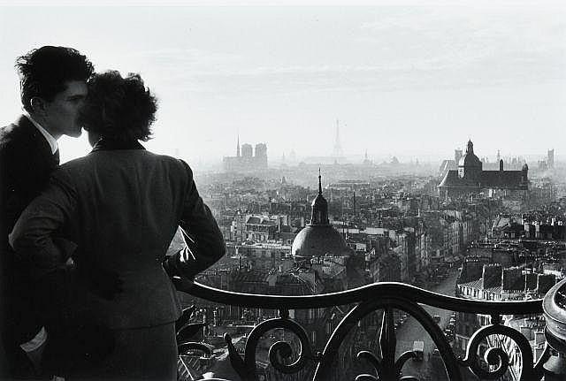 Willy RONIS (1910 - 2009) Les amoureux de la Bastille - Paris, 1957 Epreuve argentique (c. 2000)