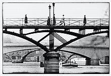 Willy RONIS (1910 - 2009) La passerelle du pont des Arts - Paris, 1964 Epreuve argentique (c. 1990)