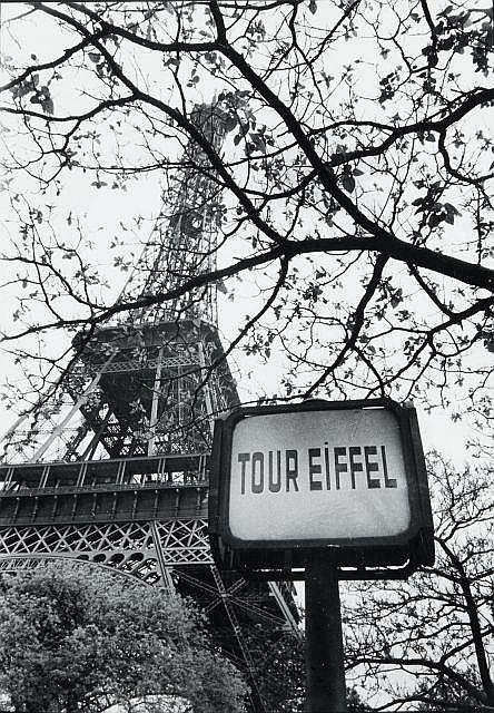 Willy RONIS (1910 - 2009) Tour Eiffel - Paris, 1958 Epreuve argentique d''époque sur papier Agfa