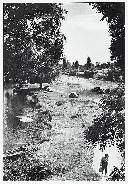 Willy RONIS (1910 - 2009) L''Île Brise-Pain sur la Marne depuis le pont de Créteil - Paris, 1956 Epreuve argentique (1985)