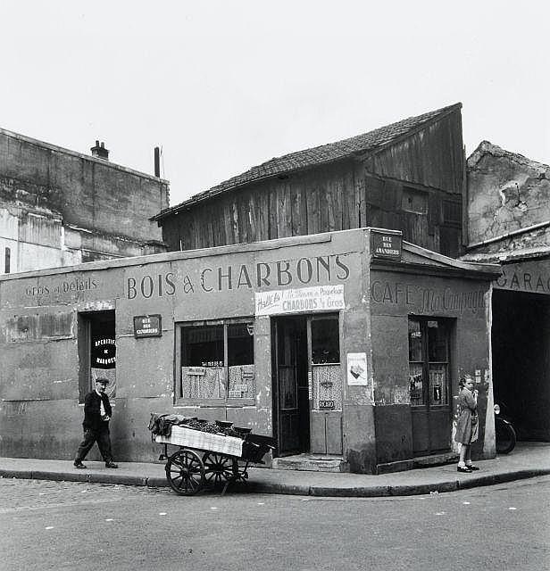 Willy RONIS (1910 - 2009) Rue des Cendriers - rue des Amandiers - Paris, 1947 Epreuve argentique (c. 1990)
