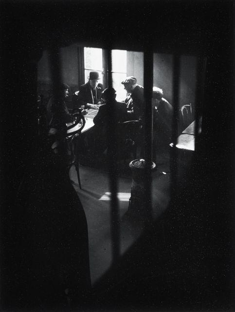 Willy RONIS (1910 - 2009) Café rue des Cascades, Ménilmontant - Paris, 1948 Epreuve argentique sur papier perlé (c.1980)