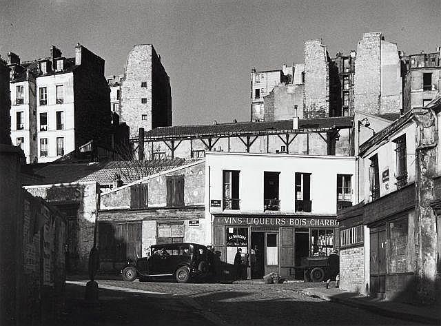 Willy RONIS (1910 - 2009) Rue de la Mare - rue de Savies, Ménilmontant - Paris, 1948 Epreuve argentique (c. 1990)