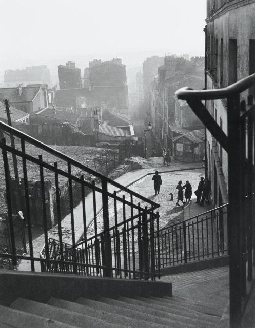 Willy RONIS (1910 - 2009) Escaliers rue Vilin - Paris, 1948 Epreuve argentique (c. 1990)