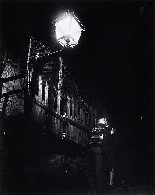 Willy RONIS (1910 - 2009) Passage Julien Lacroix, Ménilmontant - Paris, 1947 Epreuve argentique (c. 1990)