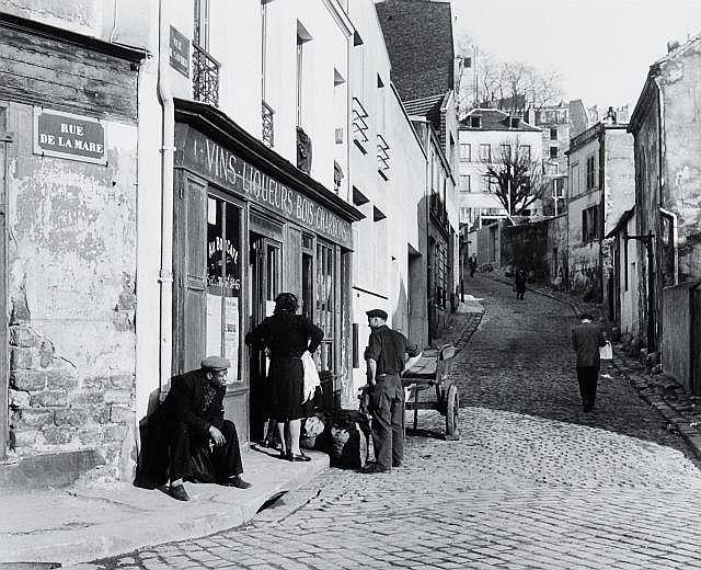 Willy RONIS (1910 - 2009) Rue de la Mare et rue des Savies, Belleville - Paris, 1950 Epreuve argentique (c. 1990)