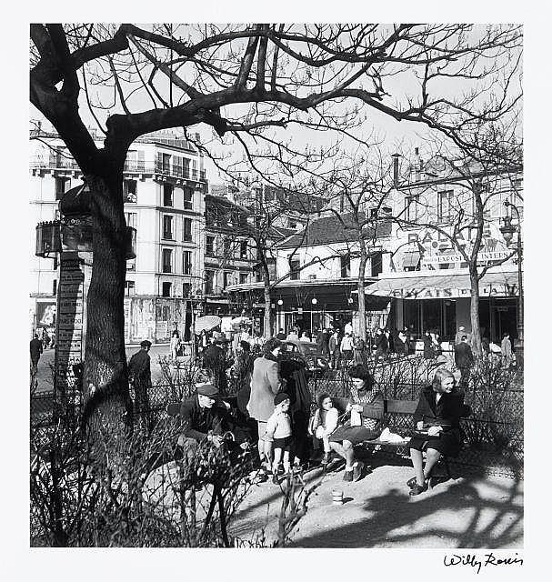 Willy RONIS (1910 - 2009) Boulevard de Ménilmontant - Paris, 1948 Epreuve argentique (c. 1990), signée à l''encre dans la marge infér..