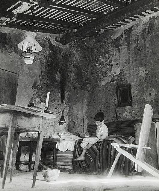 Willy RONIS (1910 - 2009) Le grenier - Gordes, 1948 Epreuve argentique (c. 1970)