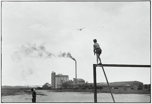 Willy RONIS (1910 - 2009) Île Saint Denis, 1956 Epreuve argentique (c. 1990)