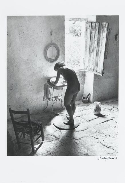 Willy RONIS (1910 - 2009) Le nu provençal - Gordes, été 1949 Epreuve argentique (c. 1990), signée à l''encre dans la marge inférieure..