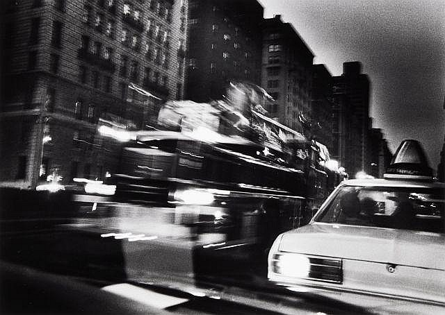 Willy RONIS (1910 - 2009) Passage d''un camion de pompiers sur Maddison Avenue - New York, 1981 Epreuve argentique (c. 1990)