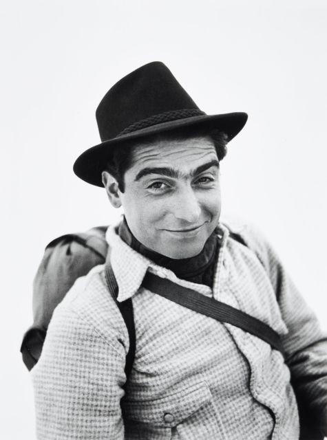 Willy RONIS (1910 - 2009) Robert Capa - Megève, 1939 Epreuve argentique (c. 1990)