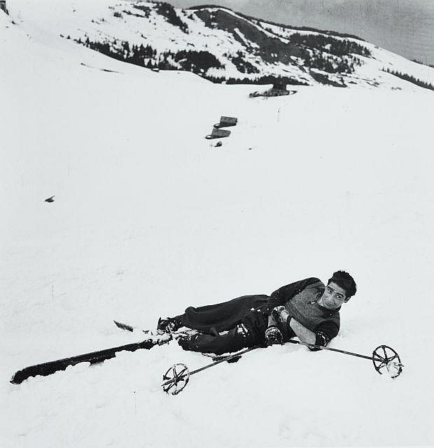 Willy RONIS (1910 - 2009) Robert Capa au ski - 1939 Epreuve argentique (c. 2000)