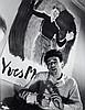 Willy RONIS (1910 - 2009) Chez Yves Montand, 21 rue de Surène, octobre 1946 Quatre (4) épreuves argentiques (c. 1980)
