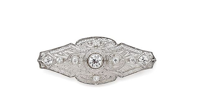 A WHITE GOLD AND DIAMOND BROOCH, CIRCA 1930