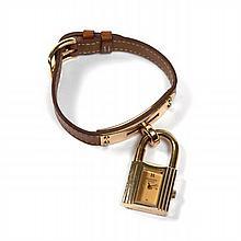 HERMES PARISKELLY vers 2000 Belle montre bracelet de dame en métal plaqué or en forme de cadenas. Cadran or. Mouvement quartz. Br...