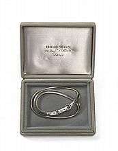 HERMES Paris Pince à billets en métal argenté figurant une boucle de ceinture. Signé
