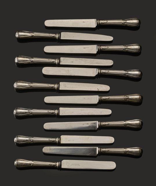LOT DE VINGT-QUATRE COUTEAUX DE TABLE EN ARGENT Orfèvre Corvasier, fin du XIXe siècle