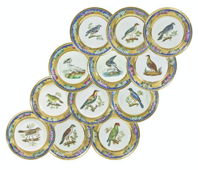 ENSEMBLE DE DOUZE ASSIETTES EN PORCELAINE DE BRUXELLES, XIXe SIÈCLE Manufacture de Faber et Cappellemans