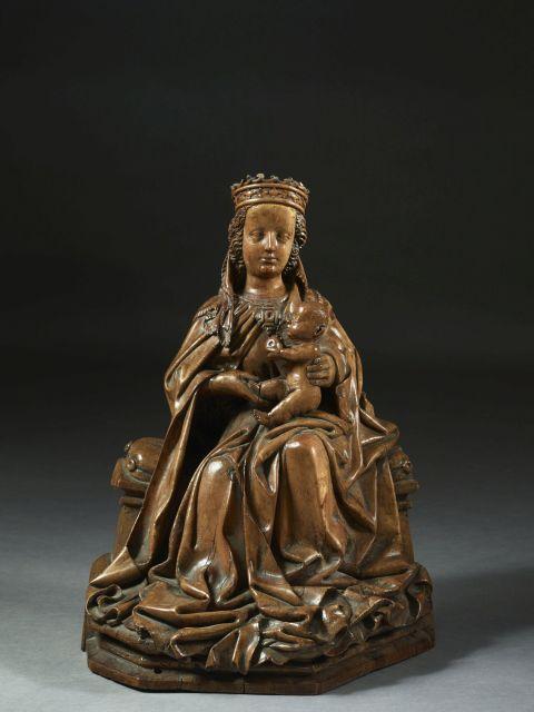 Ateliers d''Ulm, vers 1480 Vierge à l''Enfant assise Sculpture d''applique en bois de tilleul