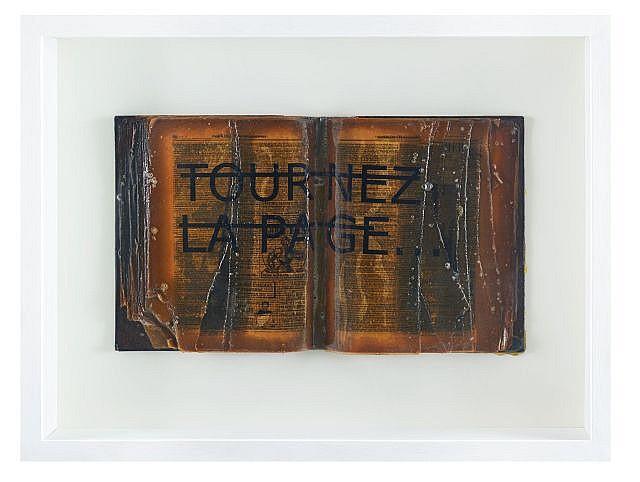 RERO Né en 1983 SANS TITRE (TOURNEZ LA PAGE...) - 2011 Livre, résine et lettres vinyles