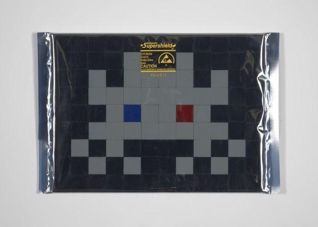 INVADER Né en 1969 Kit d''invasion IK.14 : 3D Vision - 2012 Carreaux de mosaïque