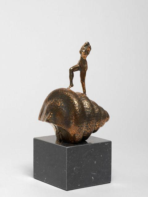 Salvador DALI 1904 - 1989 Mujer desnuda subiendo la escalera / Hommage to Marcel Duchamp - 1973 Bronze et marbre