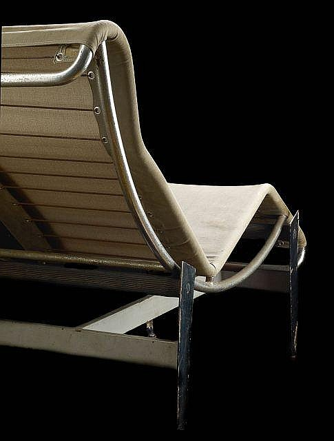 Charlotte perriand le corbusier pierre jeanneret 1903 19 for Chaise longue basculante