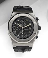 AUDEMARS PIGUET ROYAL OAK OFFSHORE, vers 1999 Grand chronographe bracelet en acier. Boîtier tonneau. Couronne et fond vissés. Lu...