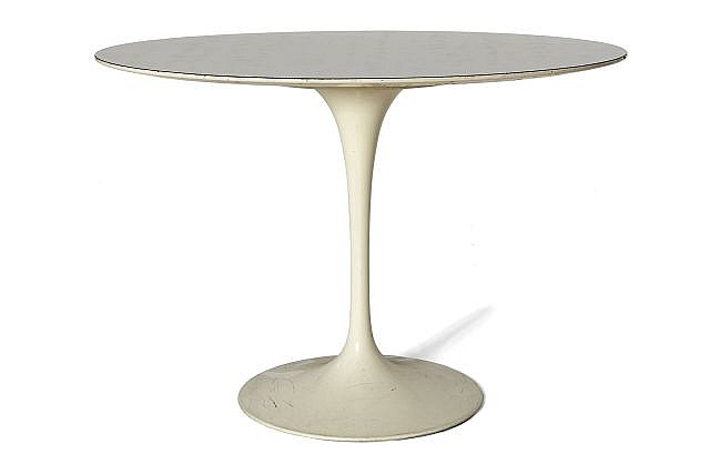 Dans le go t d 39 eero saarinen table ovale circa 1970 pi tem - Table bar blanc laque ...