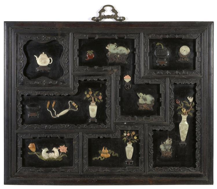 panneau encadr en bois fonc et incrustations de jade et pi. Black Bedroom Furniture Sets. Home Design Ideas