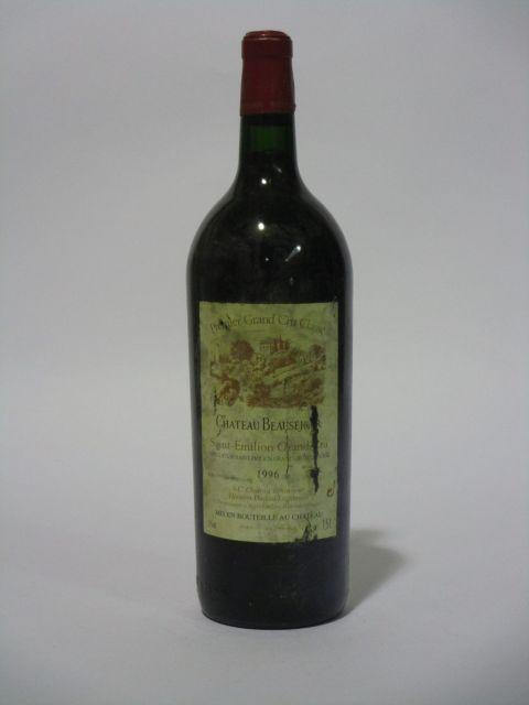 1 magnum CHÂTEAU BEAUSEJOUR DUFFAU LAGARROSSE 1996 1er GCC (B) Saint Emilion (étiquette sale et déchirée) (cave 6)