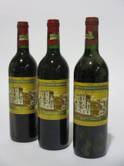 12 bouteilles CHÂTEAU DUCRU BEAUCAILLOU 1994 2è GC Saint Julien (étiquettes fanées et tachées) (cave 6)