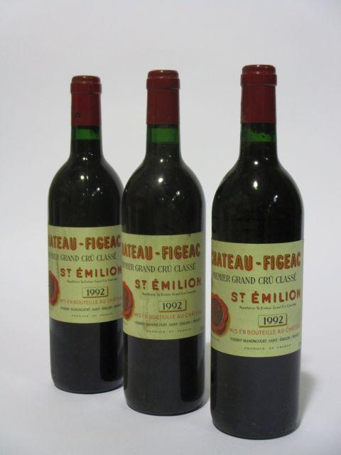 12 bouteilles CHÂTEAU FIGEAC 1992 1er GCC (B) Saint Emilion (étiquettes fanées et tachées) (cave 6)