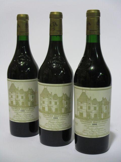 3 bouteilles CHÂTEAU HAUT BRION 1992 1er GC Pessac Léognan (étiquettes fanées) (cave 6)
