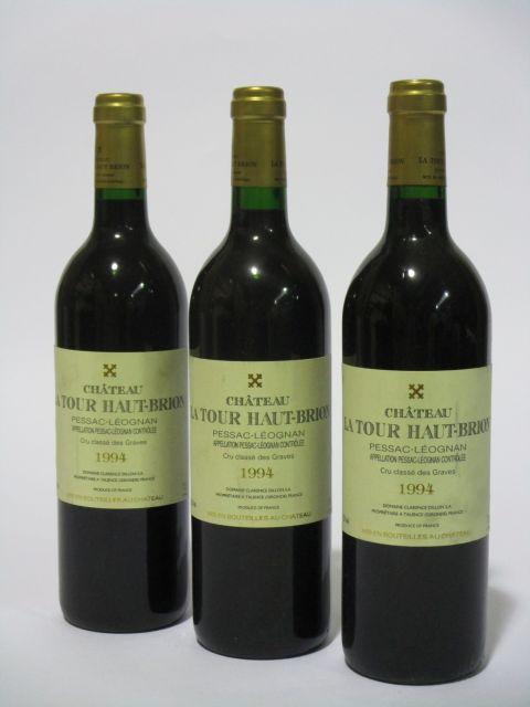 12 bouteilles CHÂTEAU LA TOUR HAUT BRION 1994 CC Pessac Léognan (étiquettes fanées) (cave 6)
