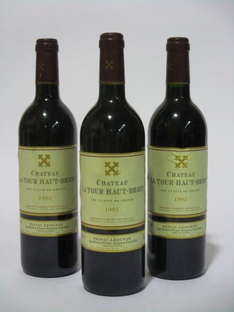 12 bouteilles CHÂTEAU LA TOUR HAUT BRION 1995 CC Pessac Léognan (étiquettes fanées) (cave 6)