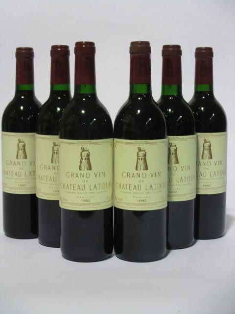 6 bouteilles CHÂTEAU LATOUR 1992 1er GC Pauillac (dont 3 base goulot) (cave 6)