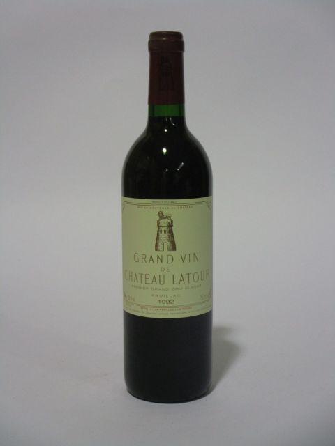 1 bouteille CHÂTEAU LATOUR 1992 1er GC Pauillac  (cave 6)