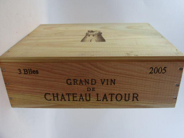 3 bouteilles CHÂTEAU LATOUR 2005 1er GC Pauillac Caisse bois d'origine (cave 9)