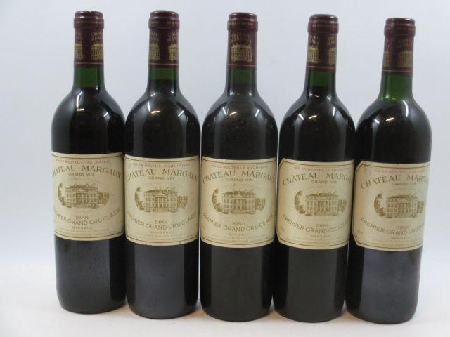 5 bouteilles CHÂTEAU MARGAUX 1988 1er GC Margaux (dont une léger bas et base goulot