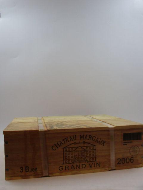 3 bouteilles CHÂTEAU MARGAUX 2006 1er GC Margaux Caisse bois d'origine cerclée (tachée et abimée) (cave 9)