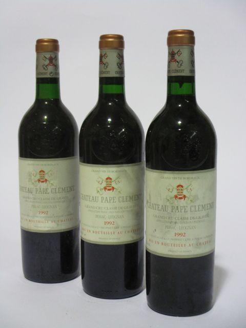 12 bouteilles CHÂTEAU PAPE CLEMENT 1992 CC Pessac Léognan (étiquettes léger tachées et sales) (cave 6)