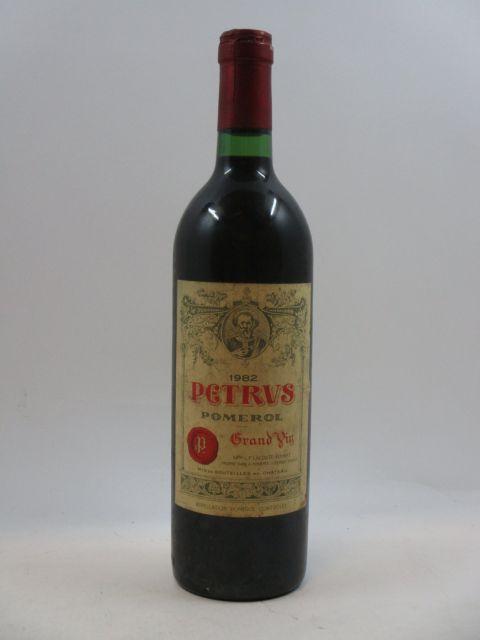 1 bouteille PETRUS 1982 Pomerol (étiquette abimée