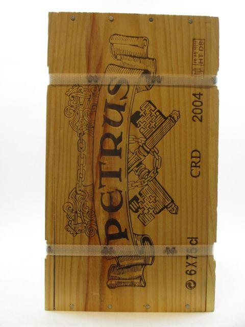 6 bouteilles PETRUS 2004 Pomerol Caisse bois d'origine cerclée