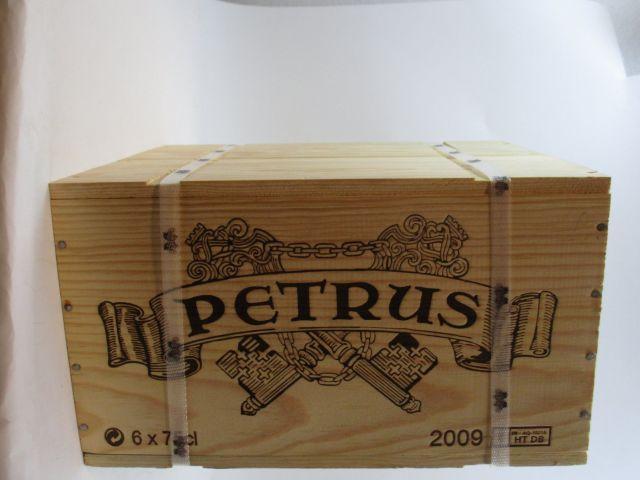 6 bouteilles PETRUS 2009 Pomerol Caisse bois d'origine cerclée (cave 9)